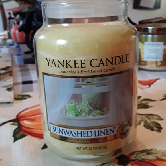 Yankee Candle Sunwashed Linen candle
